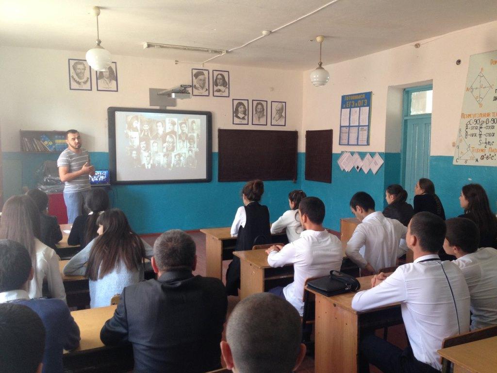 В Дагестанских Огнях завершился цикл бесед со школьниками и студентами...