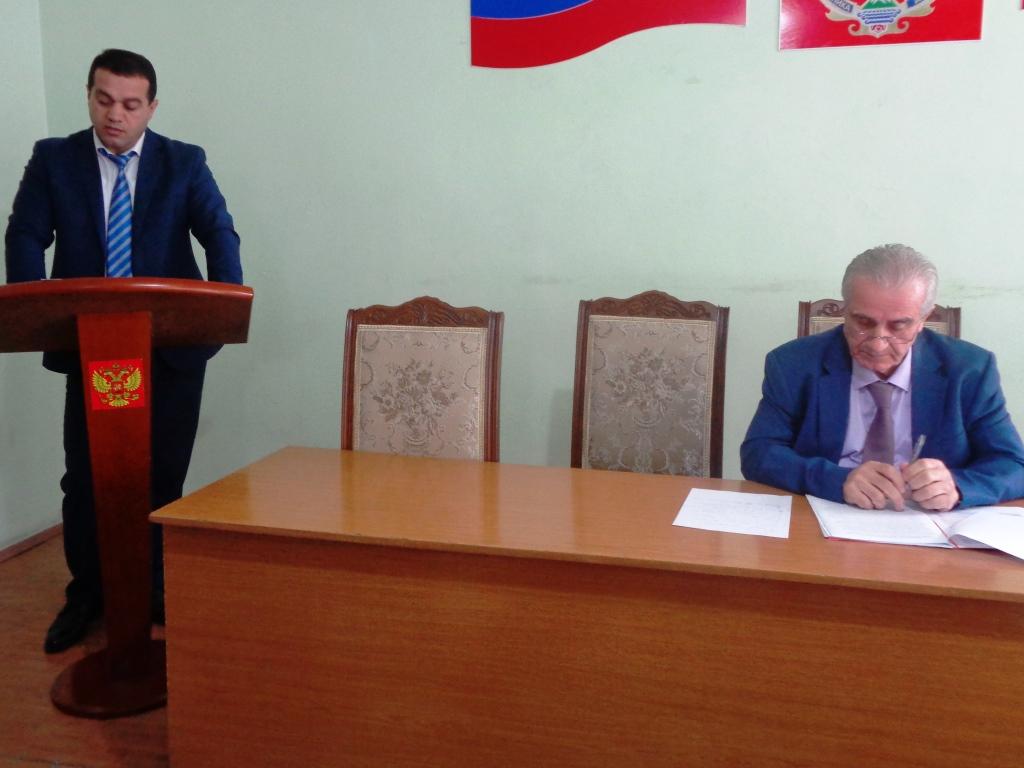 Обеспечение учебниками учащихся общеобразовательных учреждений обсудили в администрации Дагестанских Огней