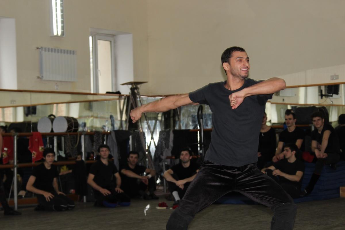 """Артисты ансамбля """"Лезгинка"""" провели мастер-класс для победителя танцевального батла """"Горец 2"""" Молодежь Дагестана"""
