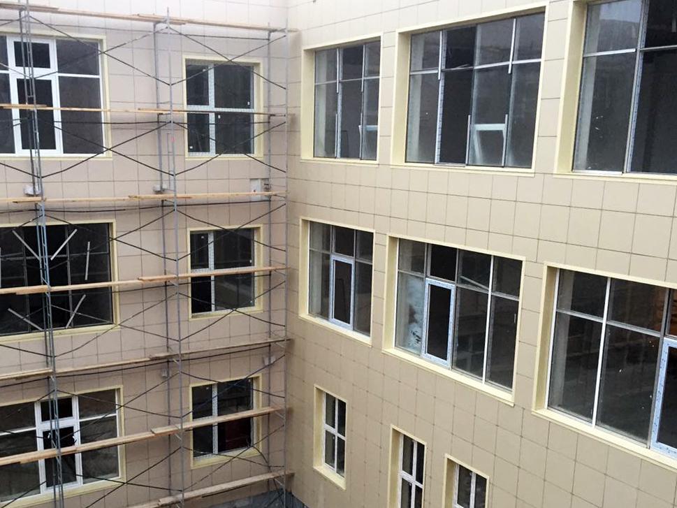 Новую современную школу в Каспийске планируется сдать 20 декабря