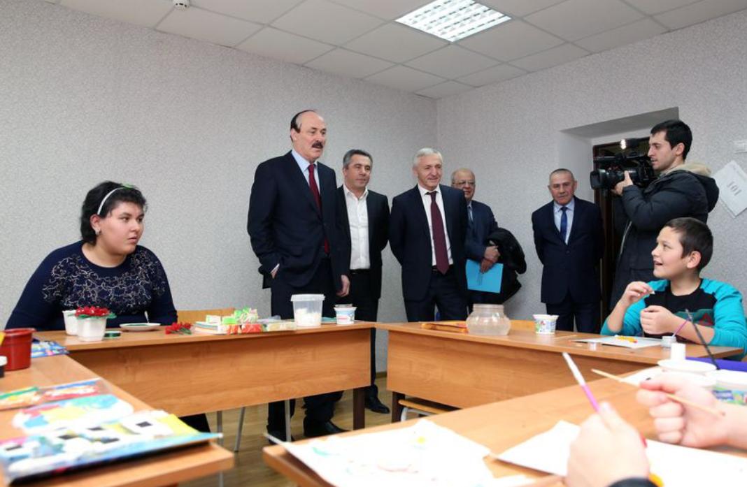 Рамазан Абдулатипов посетил коррекционный детский дом в г.Каспийске