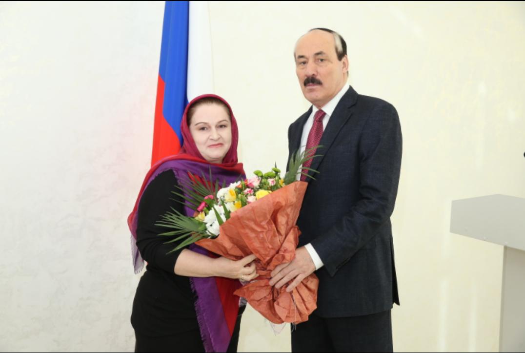 Рамазан Абдулатипов вручил государственные награды Российской Федерации и Республики Дагестан