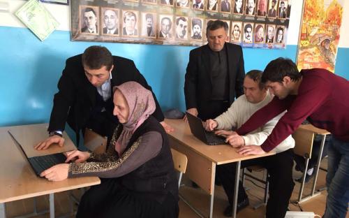 В Дагестане пенсионеров обучают компьютерной грамотности