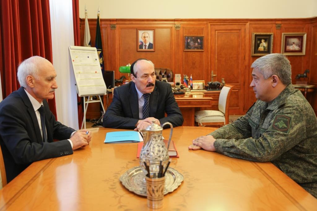 Рамазан Абдулатипов провел встречу с командующим 58-й армией, генерал-майором Евгением Никифоровым