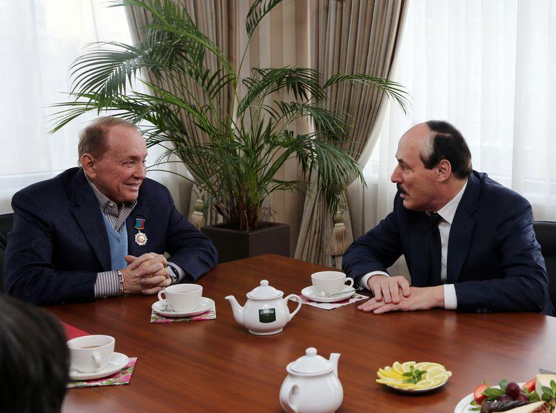 В Москве Глава Дагестана вручил орден Александру Маслякову