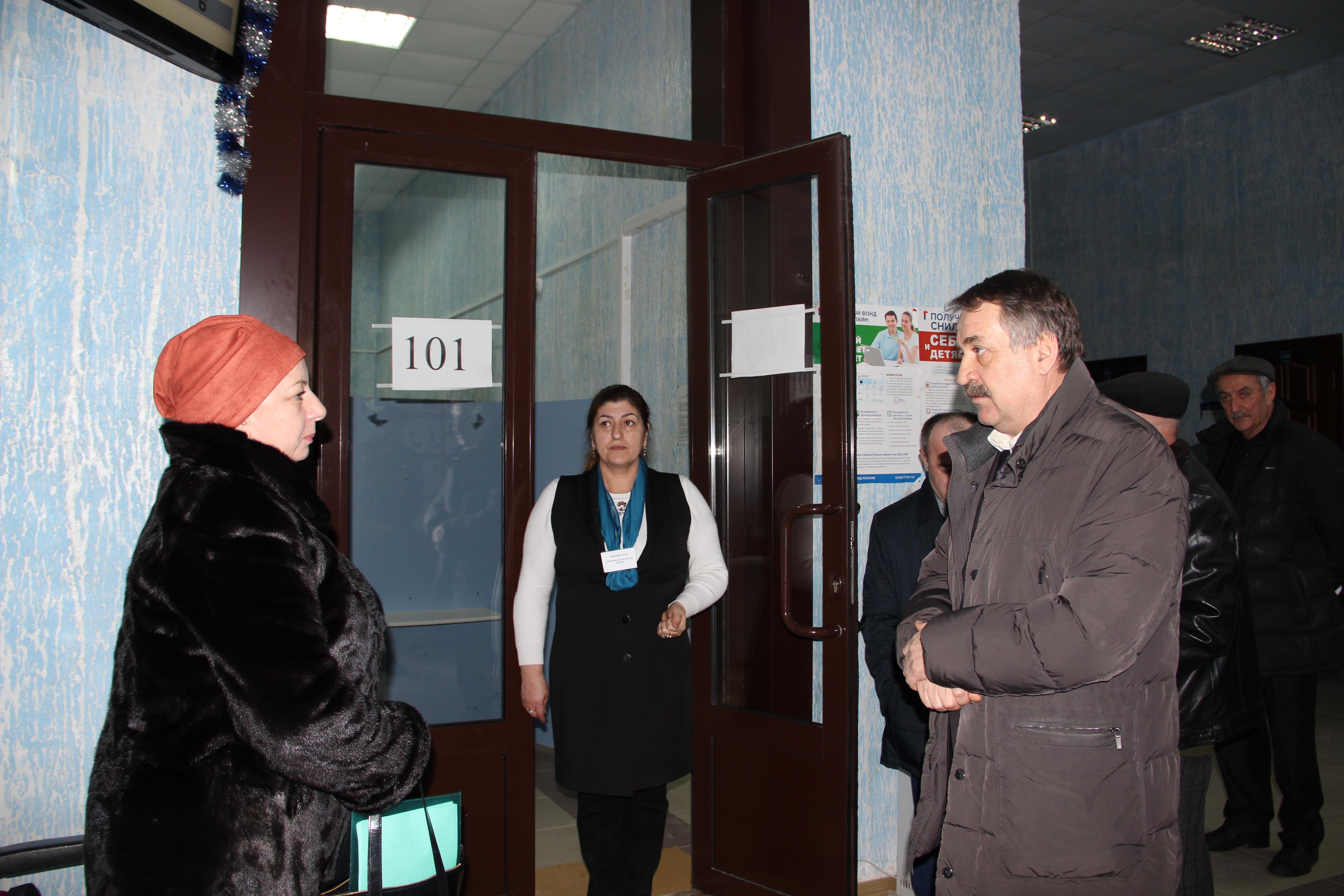 Управляющий Пенсионного фонда Дагестана Магомед Исаев  с ознакомительной поездкой  посетил Управление ОПФР по РД в г.Каспийск