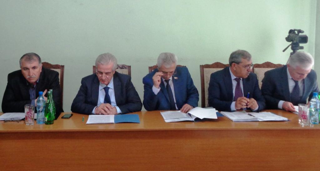 В Дагестанских Огнях состоялась двенадцатая сессия городского Собрания депутатов