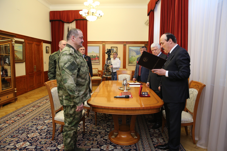 Рамазан Абдулатипов наградил Сергея Меликова орденом «За заслуги перед Республикой Дагестан»
