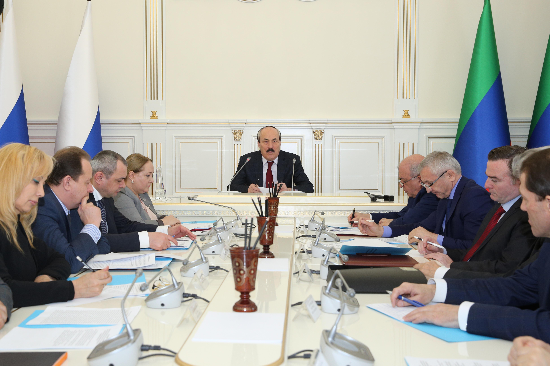 Под руководством  Рамазана Абдулатипова прошло заседание Совета по русскому языку и языкам народов Дагестана