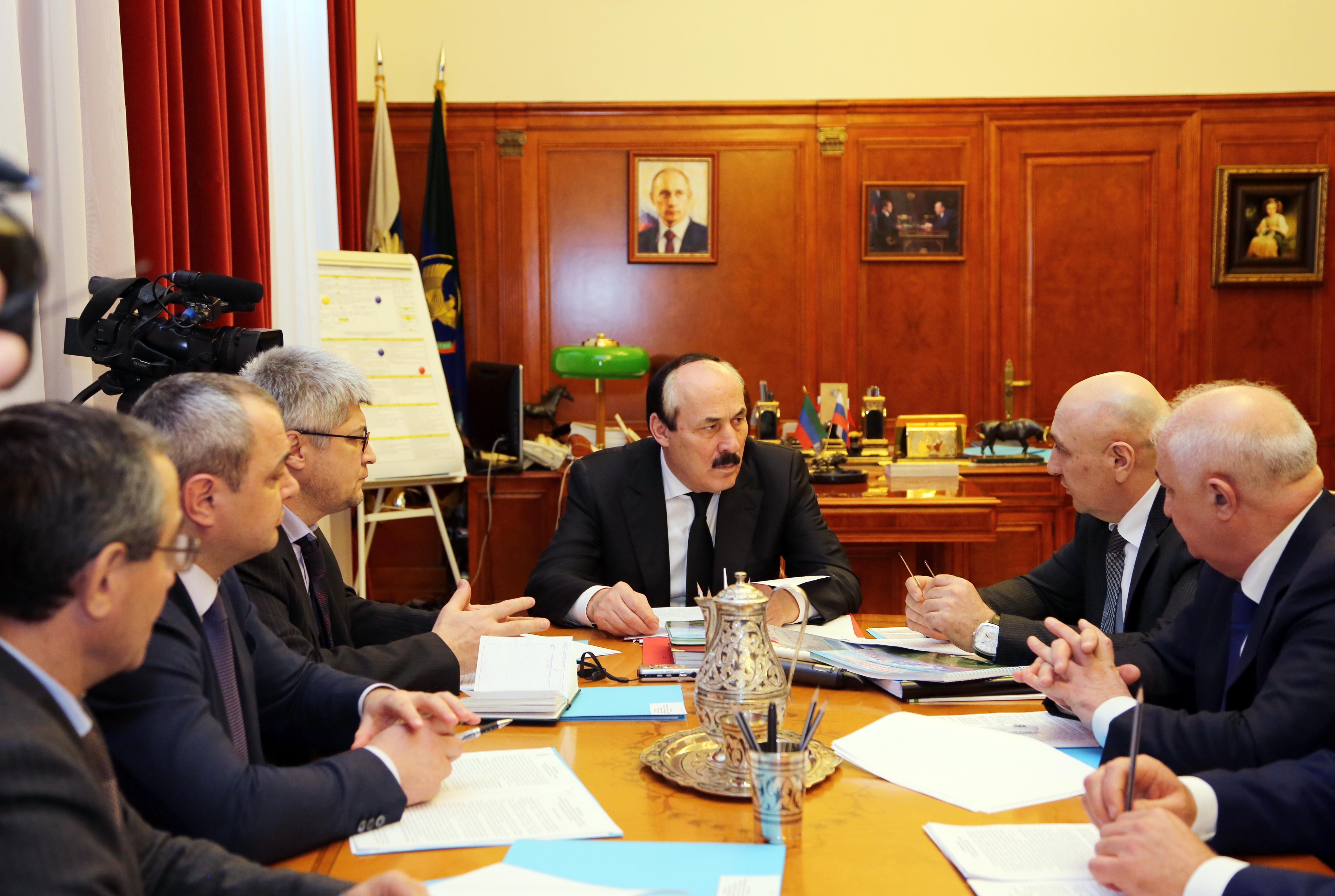 Руководители Докузпаринского и Курахского районов отчитались перед Главой Дагестана о проделанной работе
