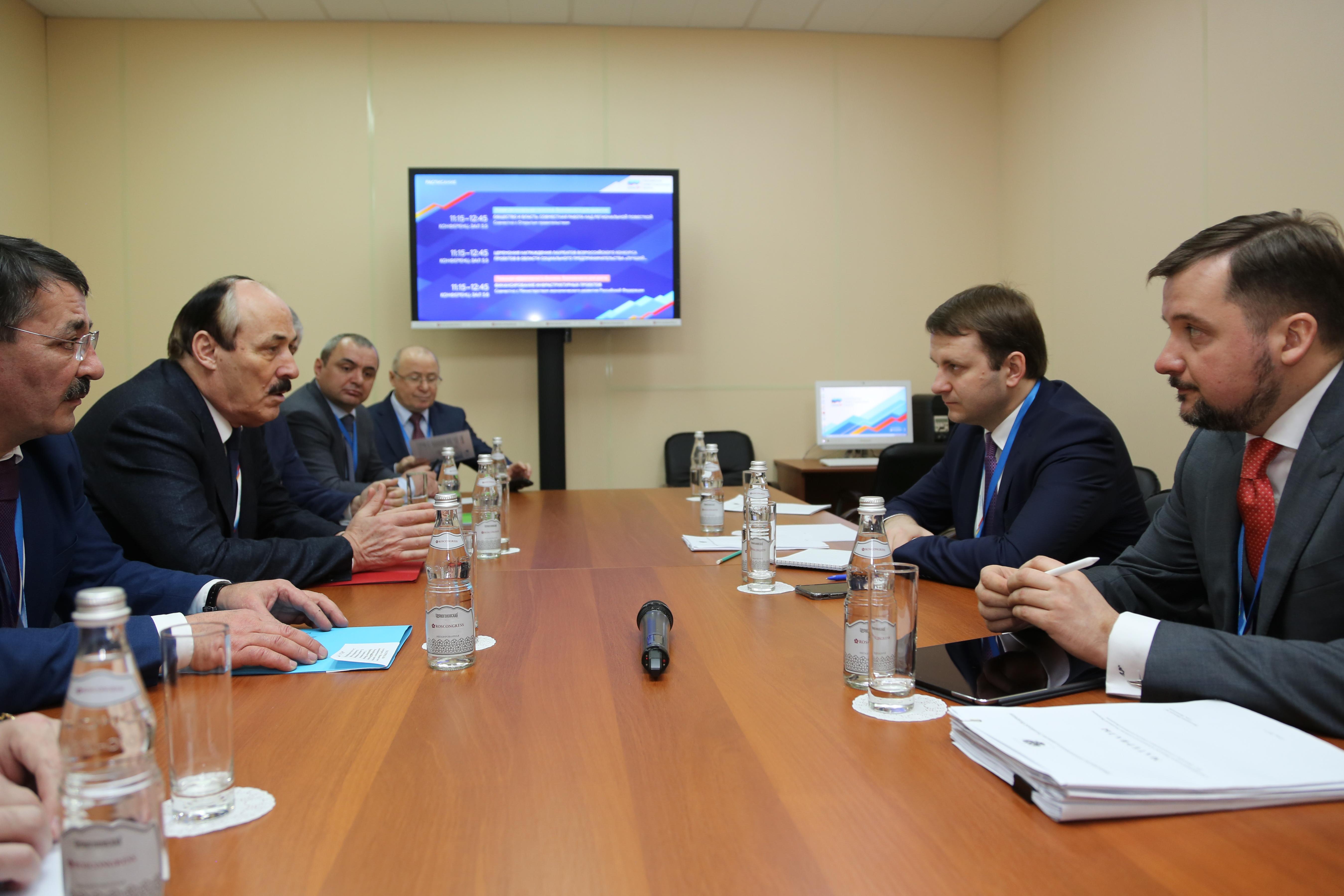 Рамазан Абдулатипов и Максим Орешкин обсудили социально-экономическую ситуацию в Дагестане