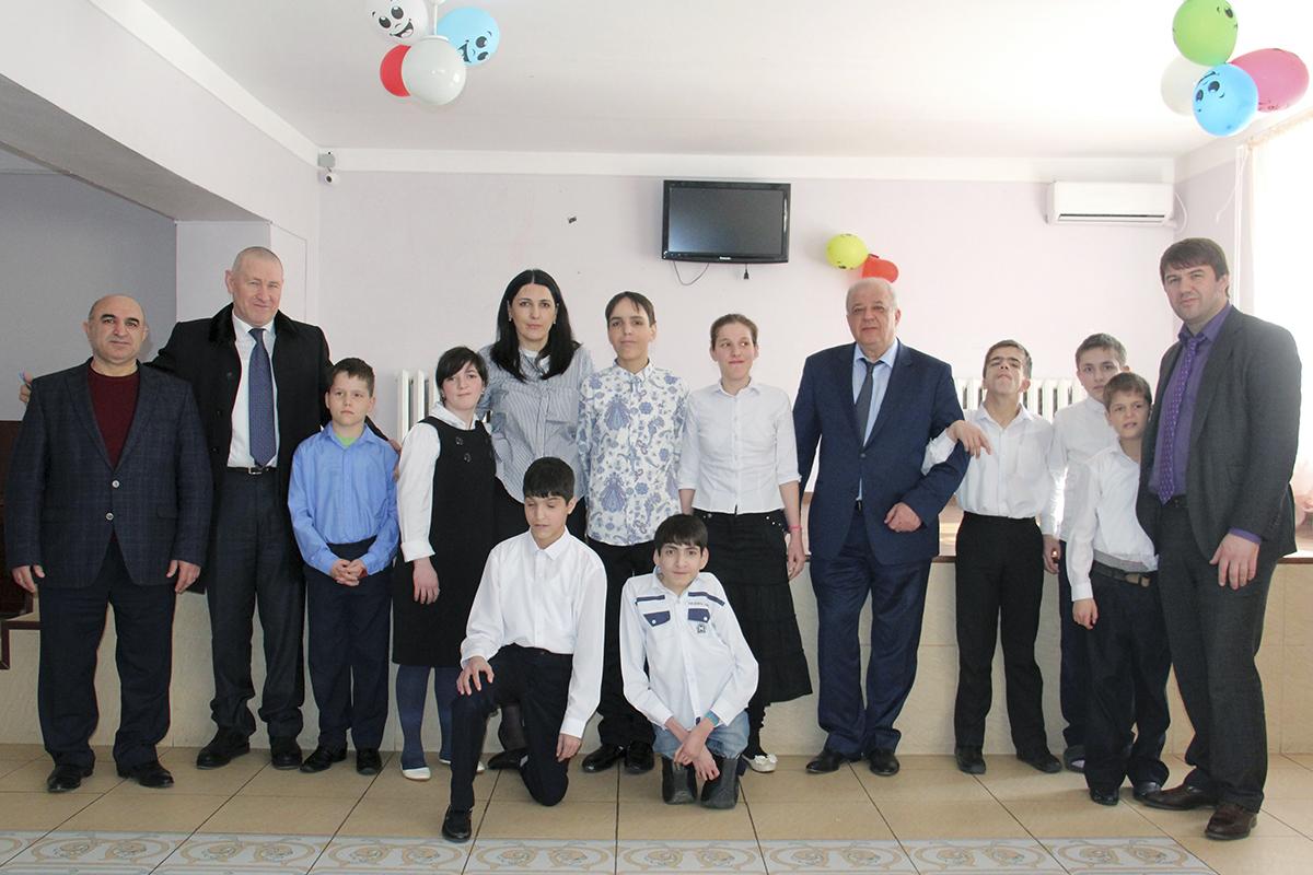 Анатолий Карибов посетил дом-интернат «Забота»