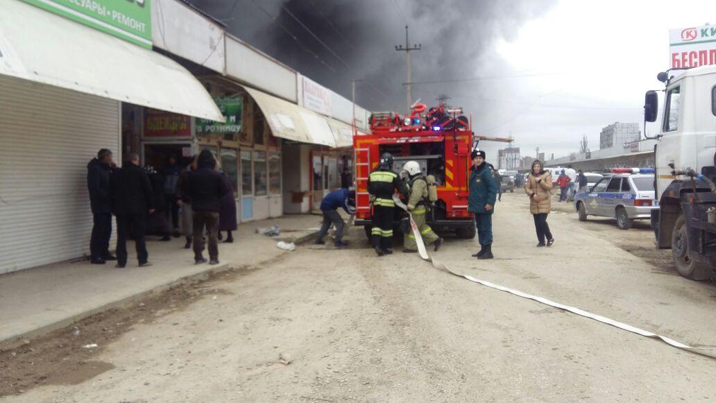 Пожар на рынке в Махачкале ликвидирован - МЧС