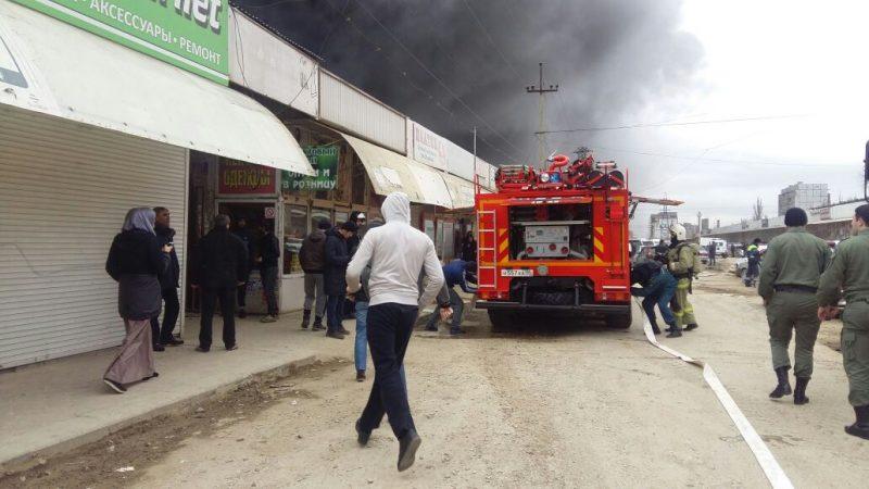 В результате пожара на рынке в Махачкале пострадали 33 человека