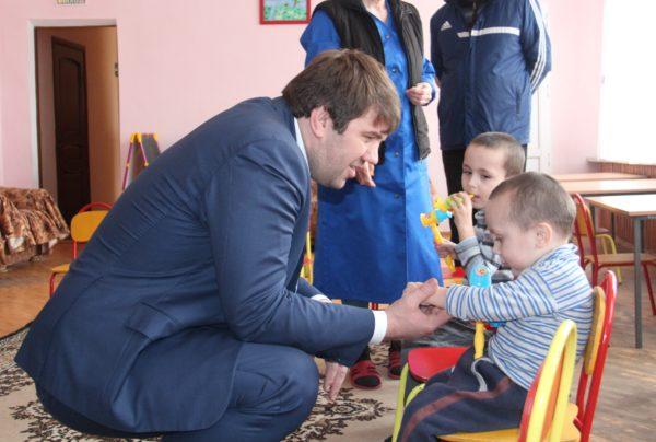 Расул Ибрагимов посетил социально-реабилитационный центр для несовершеннолетних