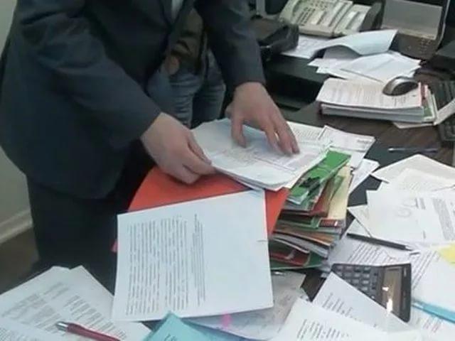Обыски идут в Минобрнауки Дагестана, начальник управления подозревается в вымогательстве более 1 млн рублей