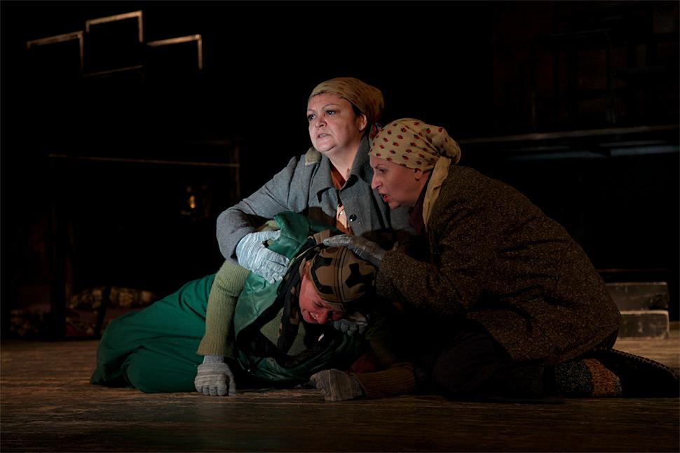 В Русском театре состоялась премьера спектакля «Мамочки»