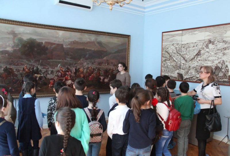 Дагестанским школьникам преподают историю и культуру в музеях