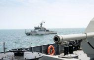 Около 20 кораблей Каспийской флотилии начали учения со стрельбами