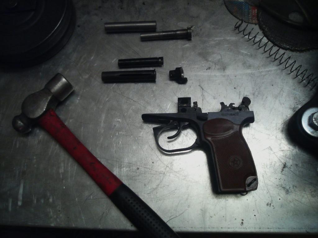 Двое дагестанцев переделывали спортивные пистолеты под боевые