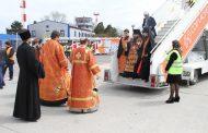 В аэропорту Махачкалы встретили Благодатный огонь