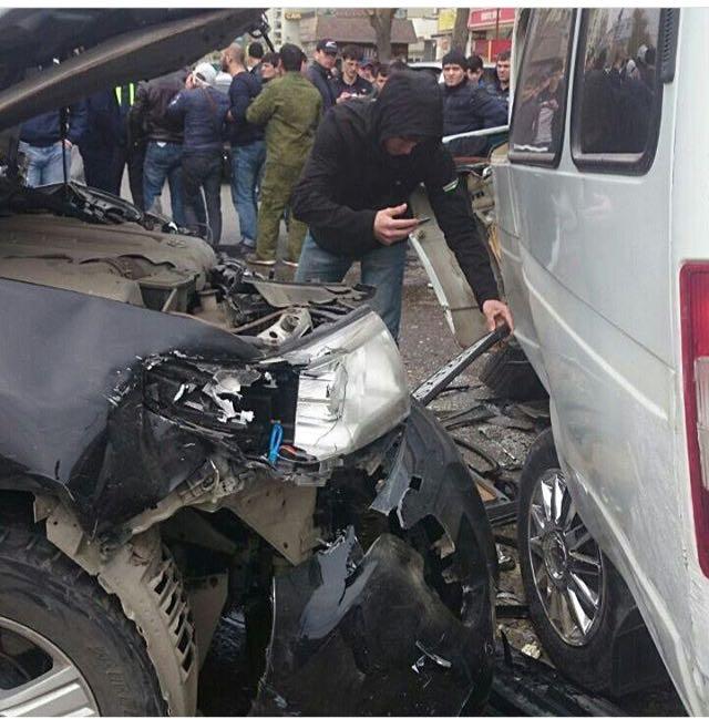 Один человек погиб и двенадцать пострадали в ДТП в Махачкале — Минздрав