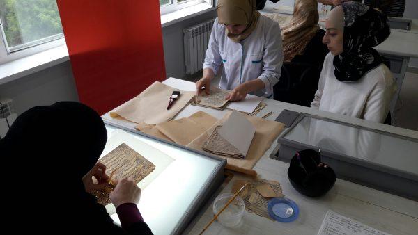 Первая в СКФО лаборатория по реставрации древних рукописей появилась в Махачкале