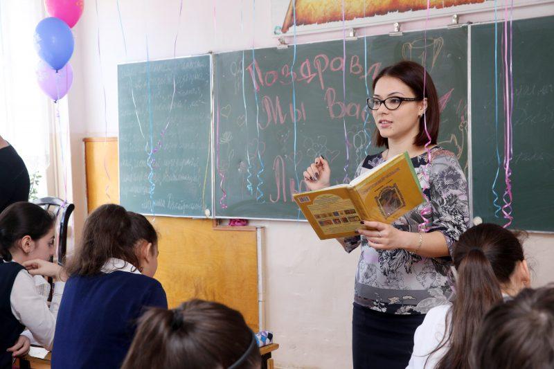 Учитель года получит квартиру в Махачкале