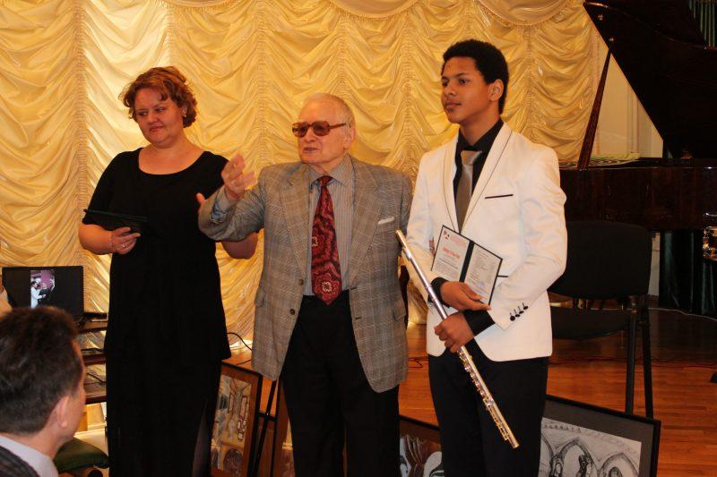Мурад Кажлаев вручил дипломы первым выпускникам Республиканской школы искусств