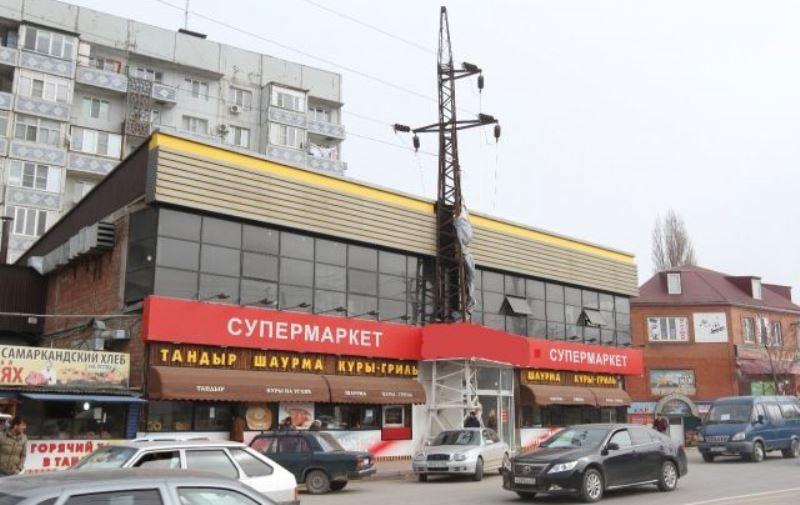 Махачкалинцев возмутил супермаркет под высоковольтным столбом