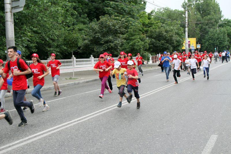 Массовый забег прошел в Махачкале ко Дню России