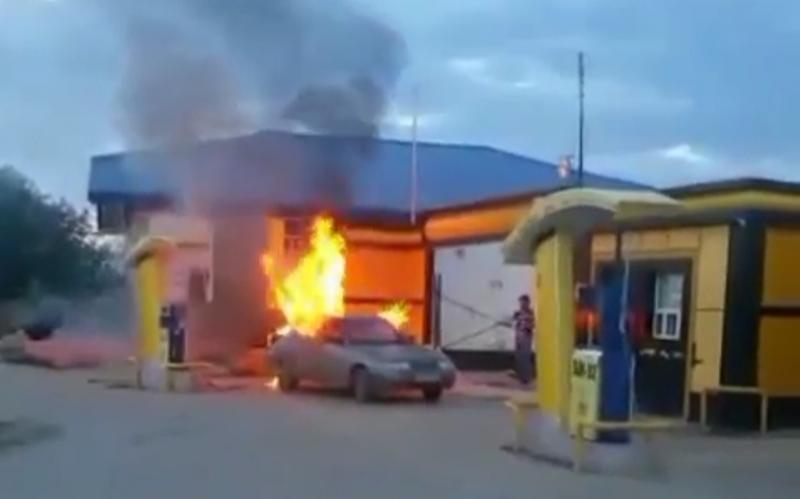 В Махачкале на заправке сгорела «десятка»