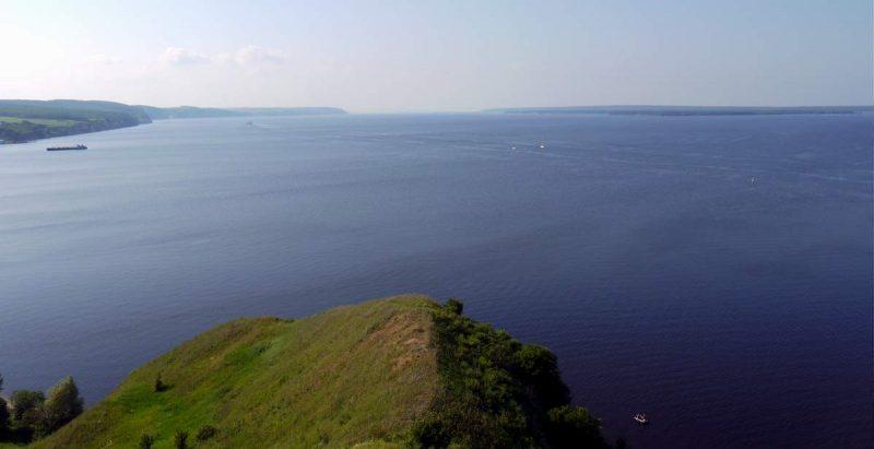 Волга не впадает в Каспийское море!
