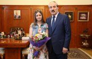 Глава Дагестана наградил медалью Амет-хана Султана школьницу из Белгорода за поэму о Магомеде Нурбагандове