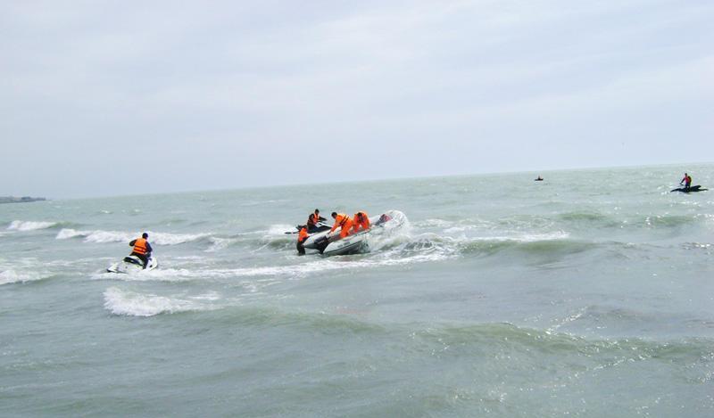 Спасатели нашли тело девочки, утонувшей в Каспийском море