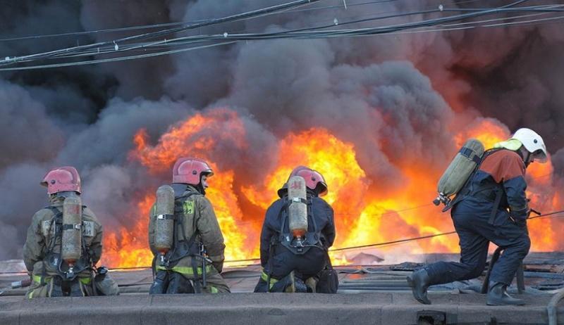 Два человека погибли при пожаре на заправке в Тарумовском районе - МЧС