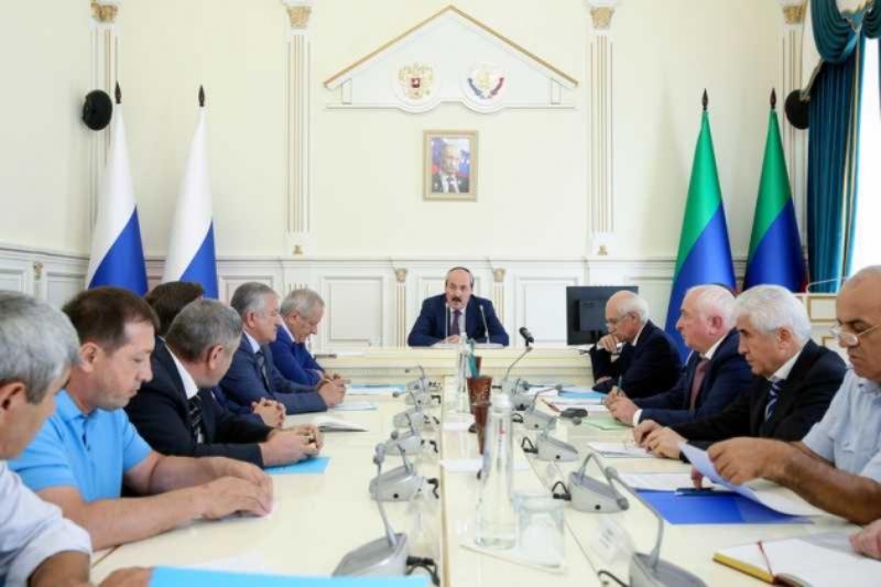 Рамазан Абдулатипов потребовал ускорить выплату компенсаций погорельцам села Мокок
