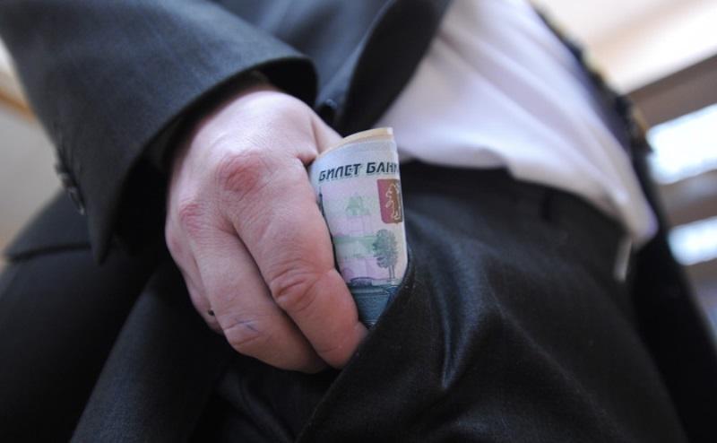 Чиновник администрации Махачкалы задержан при получении взятки