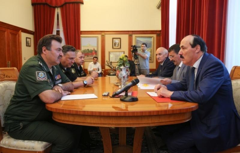 Рамазан Абдулатипов встретился с заместителем командующего ЮВО