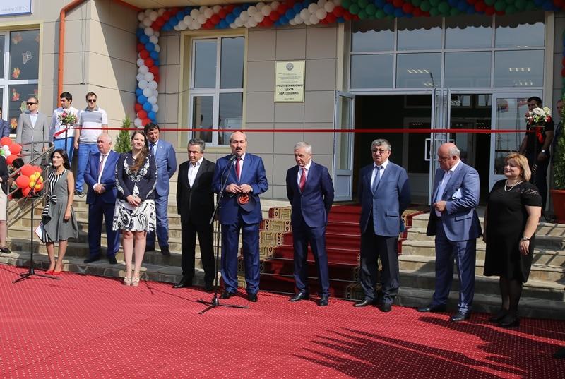 Рамазан Абдулатипов открыл самую большую школу Дагестана