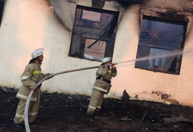 Пожар уничтожил здание администрации Рутульского района