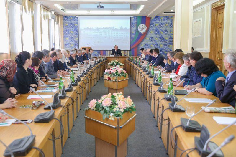 Рамазан Абдулатипов продолжает исполнять обязанности главы Дагестана