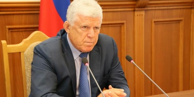 Хизри Шихсаидов высказал недовольство раздутым штатом чиновников