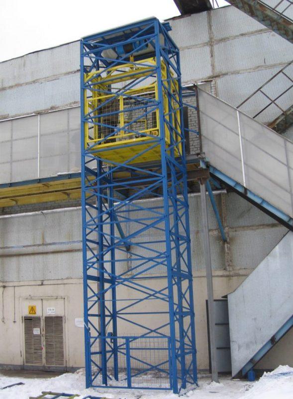 Работник пекарни погиб в шахте лифта