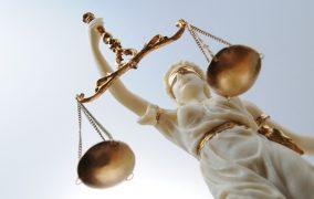 Полицейский приговорен к длительному сроку за соучастие в убийстве сотрудника ЦПЭ