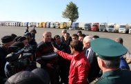 Рамазан Джафаров проверил: очереди и поборы на таможенном посту прекратились