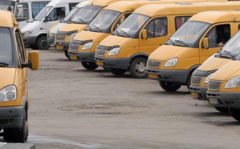 «Мы не рабы». Водители маршрутных такси №2 вышли на забастовку