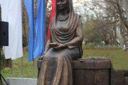 В Махачкале открыли памятник Фазу Алиевой