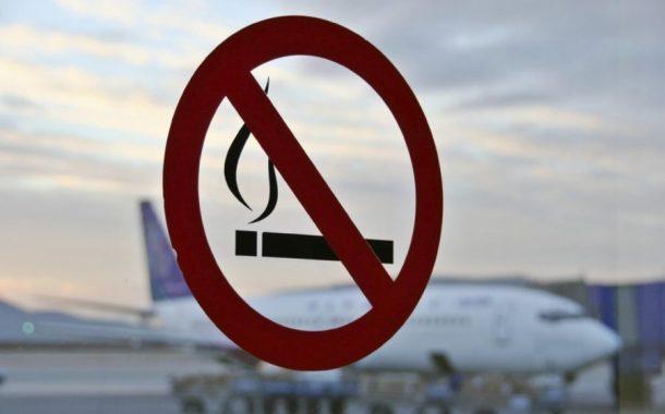 Вынесено первое решение о крупном штрафе за курение на борту самолета