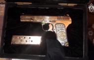 Найденный у премьера Дагестана позолоченный пистолет хранился незаконно